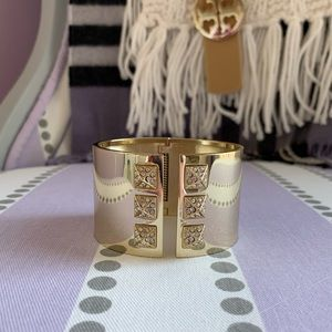 🌟HP🌟 Victoria's Secret Gold Studded Cuff